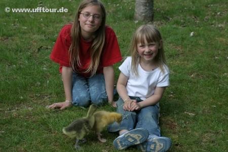 Küken-Paten: Yasmin und Katharina
