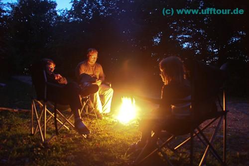 Nicht weit von der Bärenhöhle finden wir einen schönen Platz und entfachen das erste Lagerfeuer.