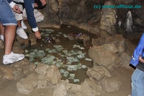 Geldspende in der Pestera Polovragi