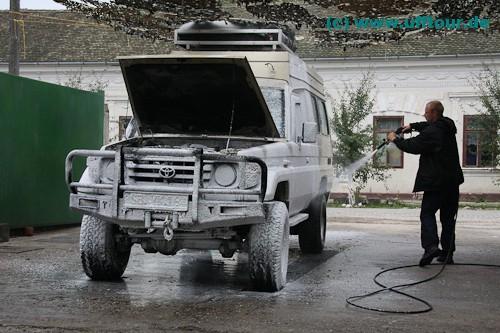 Waschtag für den Toyota