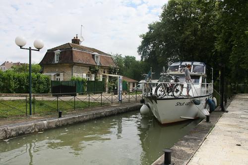 Die Shut up auf dem Rhein-Rhone-Kanal