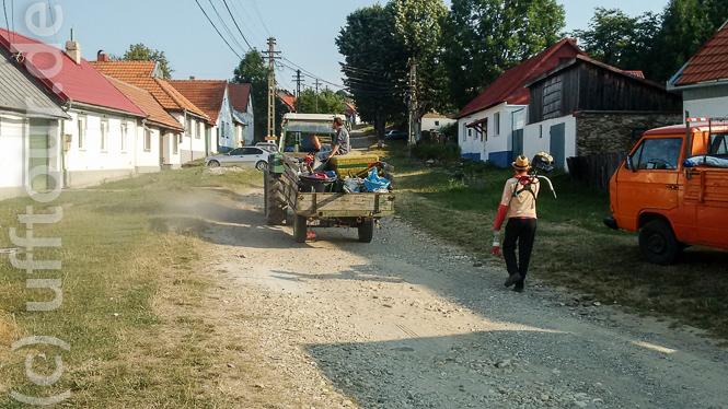 Los geht die Fahrt in Wolfsberg. Die rumänische Ladungssicherung sitzt obendrauf.