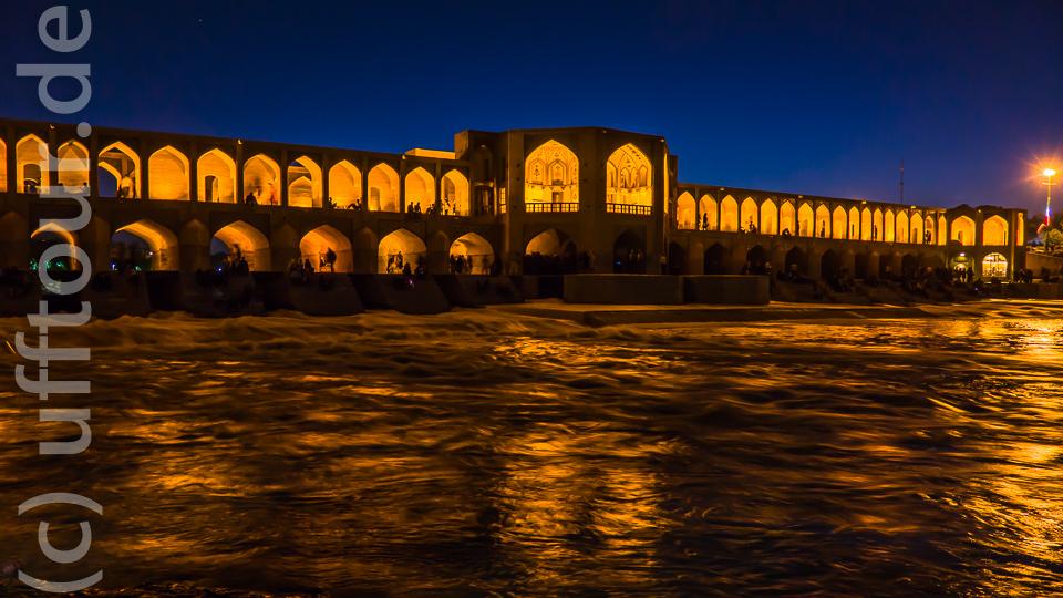 Khuja-Brücke am Abend