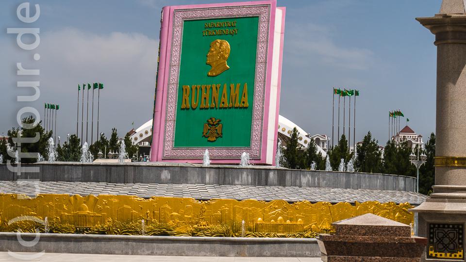 """Das Denkmal für das goldene Buch der Turkmenen """"Ruhnama"""""""