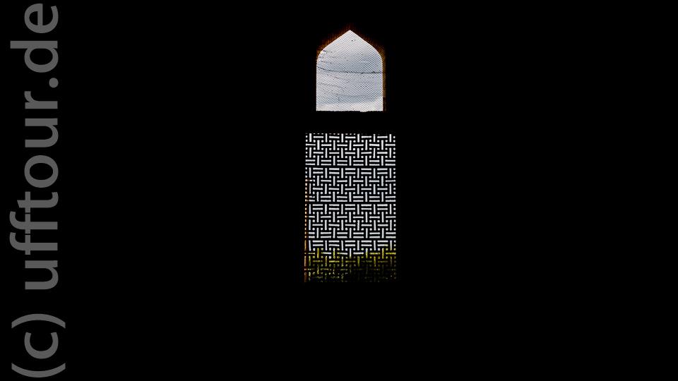 Im unteren Hauptraum gibt es vier Fenster, die die vier Jahreszeiten symbolisieren.