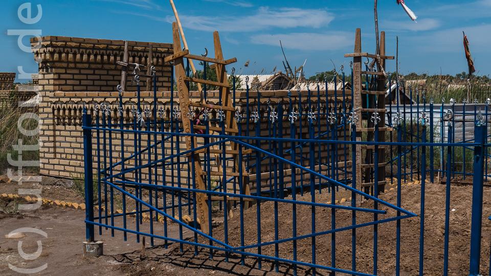 Friedhof bei Konya Urgench. Leitern für die Seelen.